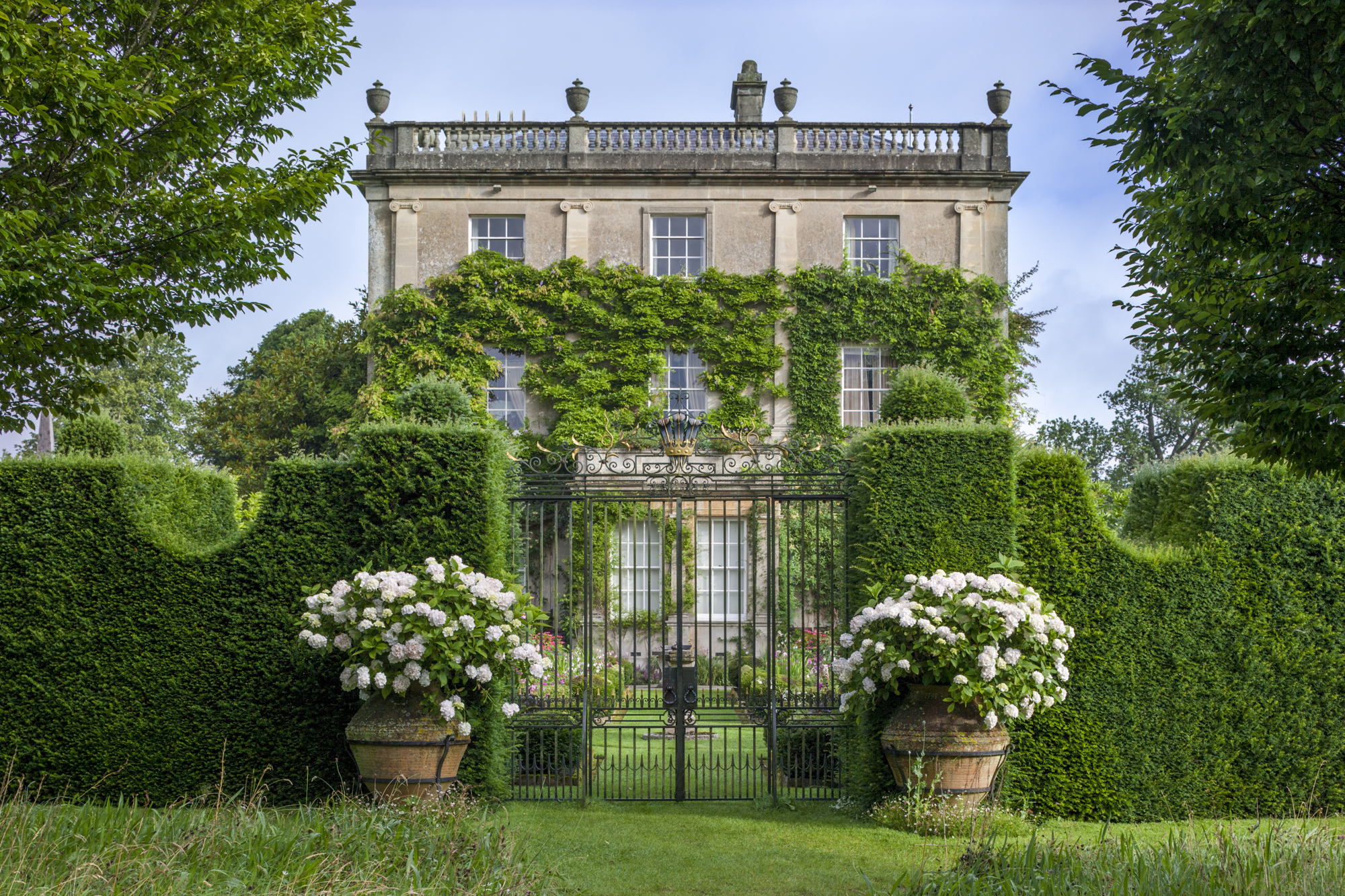 Cotswolds gardens tour with highgrove 2015 for Grove house